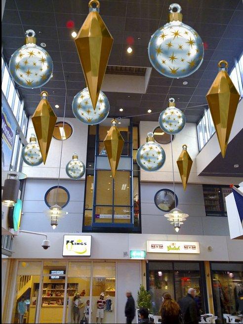 https://www.pbbcitylights.nl/wp-content/uploads/2015/02/decoratie-kerstballen.png?swifty=1&ssw=492&sspr=1