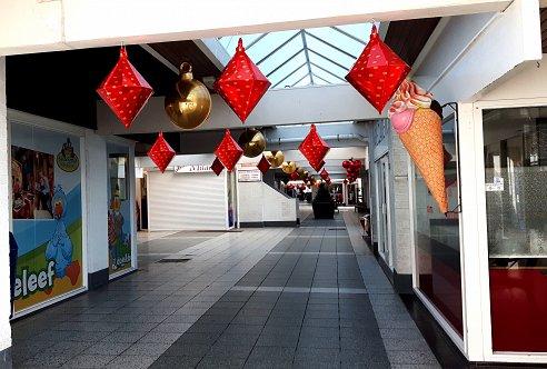 https://www.pbbcitylights.nl/wp-content/uploads/2015/12/Grote-kerstballen-Kijkduin.jpg?swifty=1&ssw=492&sspr=1